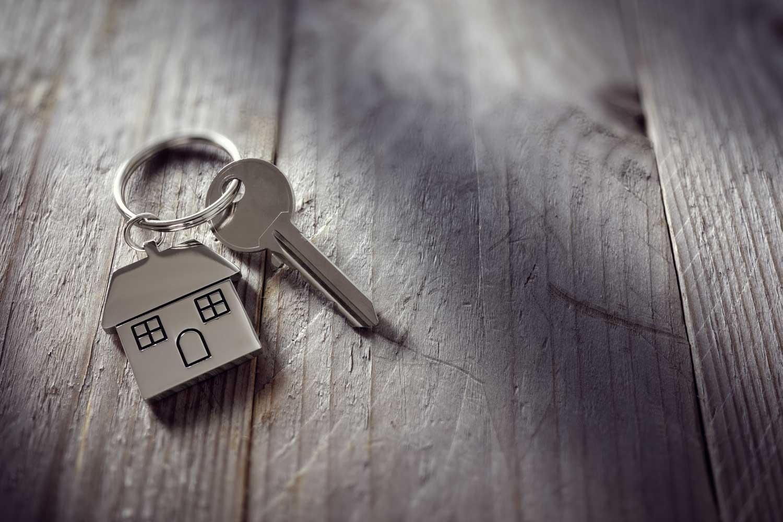 should I sign a lease before filing for divorce?